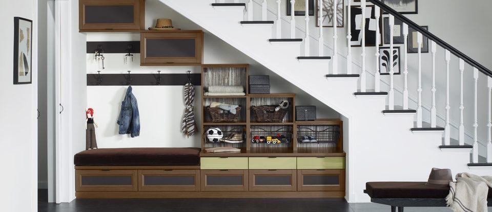 3 conseils pour utiliser l'espace au-dessus et en dessous des escaliers