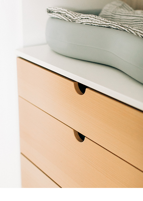 Minimal pull to open drawers